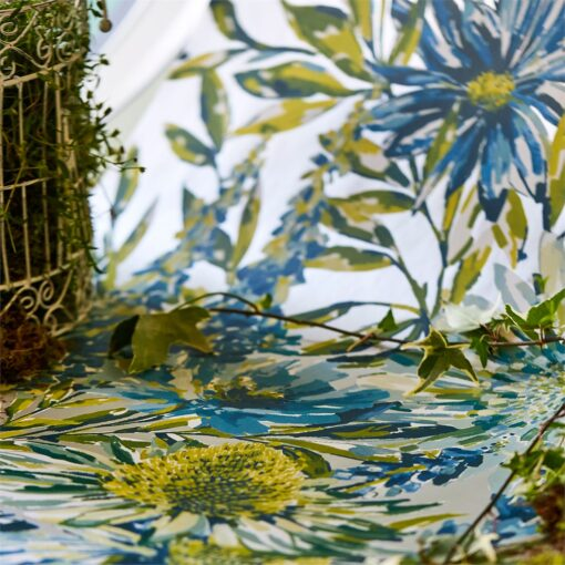 Floreale Wallpaper from the Standing Ovation Collection by Harlequin